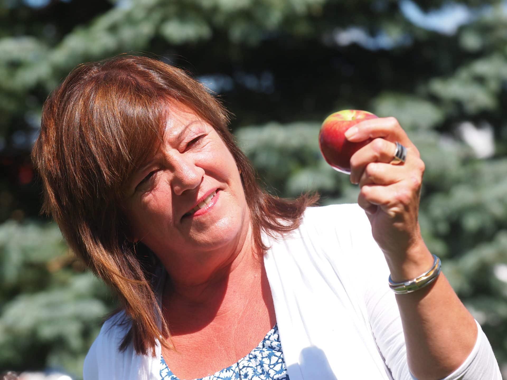 Anne Laflamme est fière de la tradition des pommes de la rentrée.