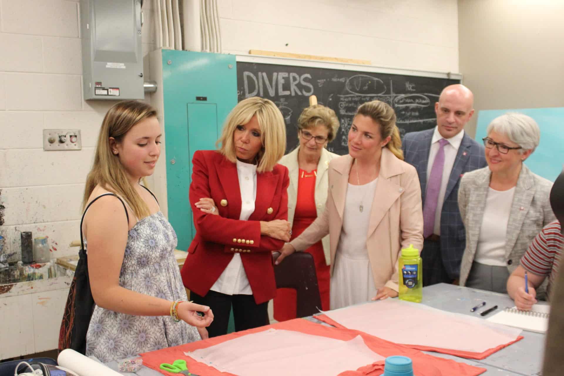 Brigitte-Macron-et-Sohpie-Grégoire-Trudeau-14.jpg
