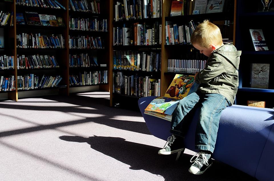 Enfant-à-la-bibliothèque.jpg