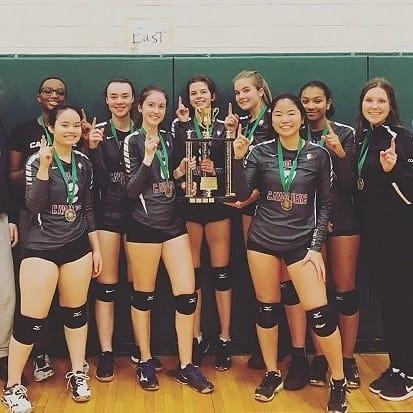 Une médaille d'or au tournoi de Ridgemont pour l'équipe de volleyball féminin de l,école secondaire publique De La Salle!