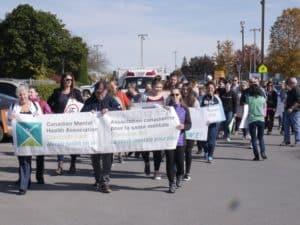 Des élèves participent à la Marche de la santé mentale 2019