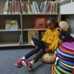 Enfant à la bibliothèque
