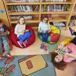 Enfants à la bibliothèque